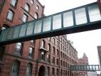 Gebäude: Blick auf Verbindungen die von Gebäude zu Gebäude verlaufen